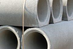Stapel concrete pijpen Stock Foto's