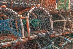 Stapel de pottenvallen van de zeekreeftkrab Stock Foto's