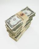 Stapel der abgenutzten Dollarrechnungen Stockbild