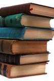 Stapel der alten antiken Bücher auf weißem Hintergrund Stockbilder