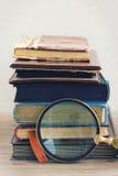 Stapel der alten Bücher Stockbild