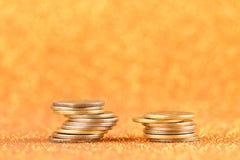 Stapel der alten goldenen Münzen Stockfotos