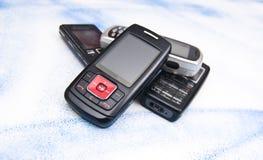 Stapel der alten Handys. Stockfotos
