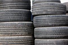 Stapel der alten Reifen Lizenzfreie Stockbilder