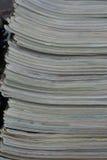 Stapel der alten Zeitschrift Stockbild