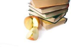 Stapel der Bücher und des Apfels Lizenzfreies Stockbild