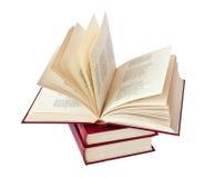 Stapel der Bücher und eines Buches geöffnet Lizenzfreie Stockfotos