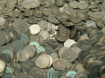 Stapel der BRITISCHEN Münzen Stockbilder