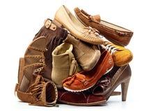 Stapel der Brown-Frau-Schuhe Stockfotos