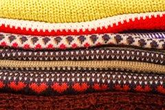 Stapel der bunten warmen Winter Weihnachtskleidung Lizenzfreie Stockfotografie