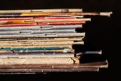Stapel der dünnen Bücher Stockfoto