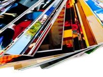 Stapel der Fotos, getrennt auf einem weißen Hintergrund Stockfotos