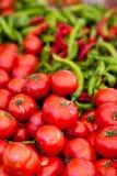 Stapel der frischen Tomaten und der Pfeffer Stockbild