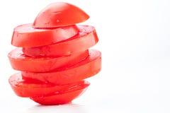 Stapel der ganzen roten Tomate geschnitten Stockbilder
