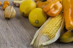 Stapel der gelben und orange Frucht Stockfotografie
