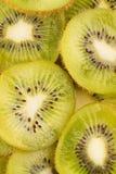 Stapel der geschnittenen Kiwi Stockfoto