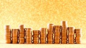 Stapel der goldenen Münzen vereinbart als Diagramm Lizenzfreie Stockbilder