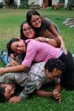 Stapel der jungen hispanischen Freunde Lizenzfreie Stockfotografie
