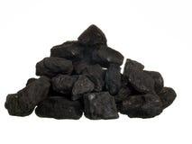 Stapel der Kohle auf weißem Hintergrund stockfotografie