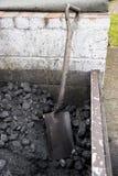Stapel der Kohle für das Tanken von Dampfzügen stockbild