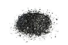 Stapel der Kohlenstoffholzkohle auf weißem Hintergrund Stockbild