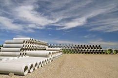 Stapel der konkreten Entwässerungsabzugskanäle Lizenzfreie Stockfotografie