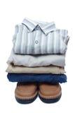 Stapel der männlichen farbigen Kleidung Lizenzfreies Stockfoto