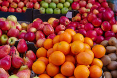 Stapel der Orange und der Frucht Stockbild