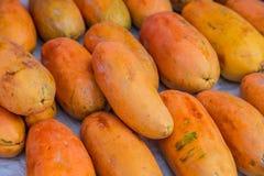 Stapel der reifen Papaya für Verkauf Lizenzfreies Stockbild