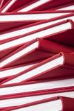 Stapel der roten Bücher lizenzfreies stockbild