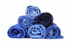 Stapel der unterschiedlichen Art der Blue Jeans Lizenzfreies Stockfoto
