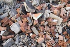 Stapel der verworfenen Ziegelsteine Stockfotografie