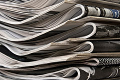 Stapel der Zeitungen Stockfotografie