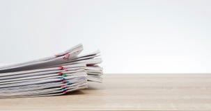 Stapel des Überlastungsschreibarbeitsberichts mit Kopienraum-Zeitspanne stock video