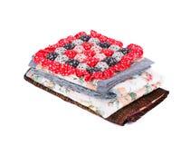 Stapel des Bettwäschesatzes mit Blumen Stockfoto