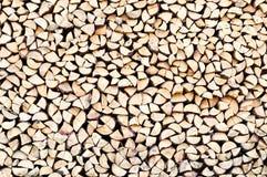 Stapel des Brennholzes als Hintergrund Stockfotografie