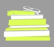 Stapel des Buch- und Glasschattenbildes Stockfotos