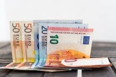 Stapel des Eurobanknotendetailfotos Detail von zehn, von zwanzig und Lizenzfreies Stockfoto