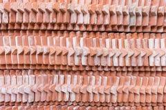 Stapel des Fliesenziegelsteindachs Stockbilder