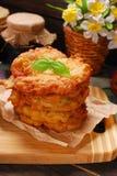 Stapel des frisch gebratenen Kartoffelkuchens Lizenzfreies Stockfoto