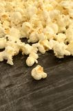 Stapel des frisch gekochten Popcorns Lizenzfreies Stockfoto