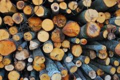 Stapel des gehackten Feuerholzes Stockfoto