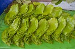 Stapel des grünen frischen Betelblattes in Asien-Markt, Indien lizenzfreie stockfotos