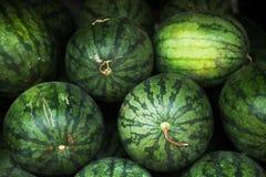 Stapel des grünen gestreiften Wassermelonenhintergrundes Lizenzfreies Stockbild