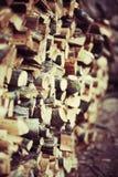 Stapel des Holzes gespeichert Lizenzfreie Stockbilder