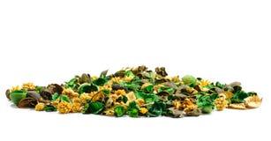 Stapel des Inhalts vom aromatischen Kissen farbigen getrockneten Teilen von s Stockbild