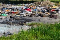 Stapel des inländischen Abfalls in der Müllgrube Lizenzfreies Stockfoto