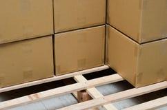 Stapel des Kartons schachtelt Paket Stockfotografie