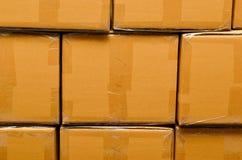 Stapel des Kartons schachtelt Paket Stockbild