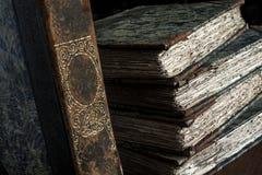 Stapel des Klassikers, Weinlese, antike Bücher, getragen, alt und zerlumpt Lizenzfreie Stockfotografie
